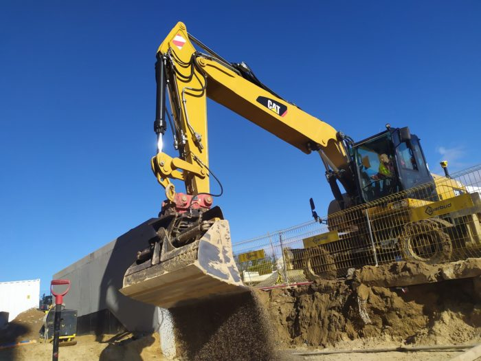 CAT 322 D z systemem  3D Trimble